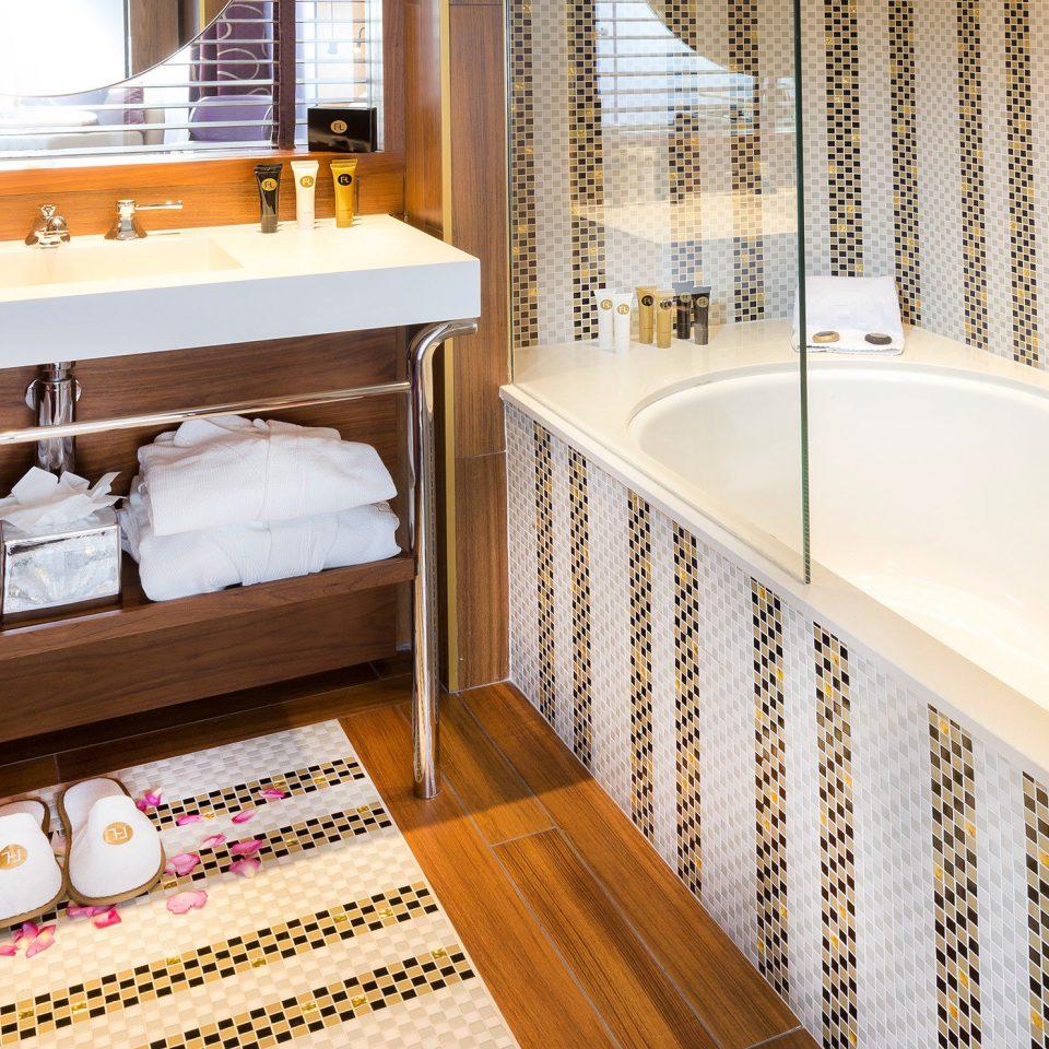 bath-city-hip-suite-960x960