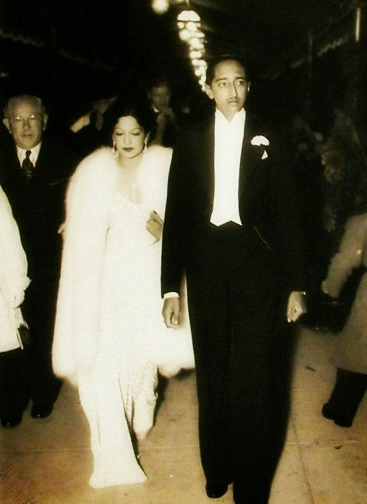 Milind-Dombale-Deshmukh-The-Great-Holkars-MD2002005-Maharaja-Yashwantrao-II-Holkar-With-Maharani-Sanyogita-Raje-Holkar